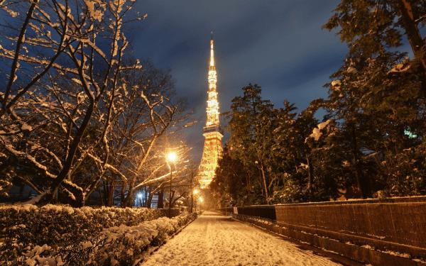 雪の東京タワー